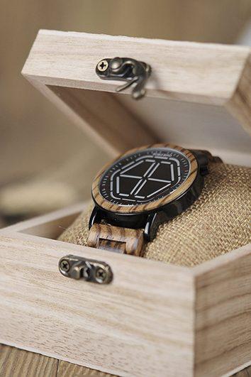 reloj futurista de madera 4